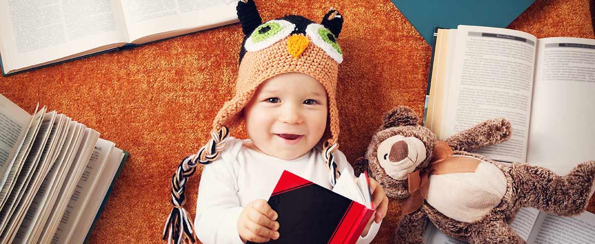 Baby mit Eulen Babymütze